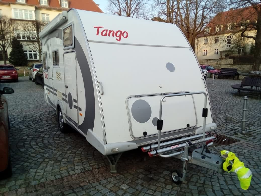 wohnwagen tango 100 km h in dresden mieten. Black Bedroom Furniture Sets. Home Design Ideas