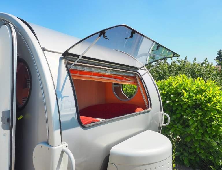 wohnwagen komfort raumwunder erwin mit klima in. Black Bedroom Furniture Sets. Home Design Ideas