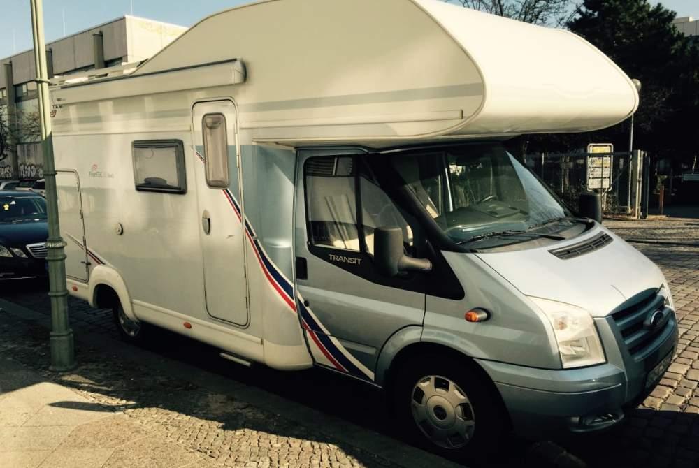 Wohnmobil mieten in Berlin von privat | Ford Das Surfwomo