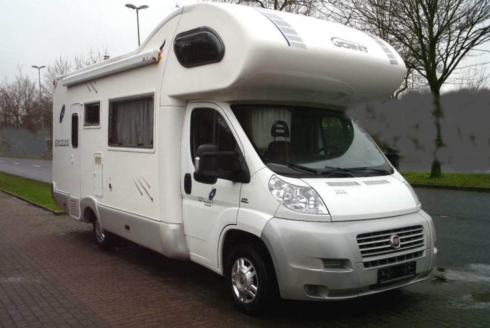 wohnwagen premium caravan in darmstadt mieten. Black Bedroom Furniture Sets. Home Design Ideas