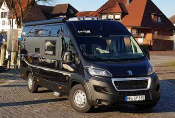 Wohnmobil mieten in Hamburg von privat | BRAVIA BLACK SWAN XL