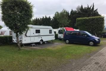 Wohnmobil mieten in Pliezhausen von privat | Weinsberg CaraOne Familienfreund