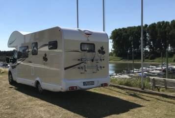 Wohnmobil mieten in Duisburg von privat | Ahorn Happy Paris