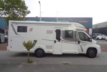 Wohnmobil mieten in Nijverdal von privat | Rapido Rapido 666f