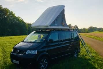 Wohnmobil mieten in Freiburg im Breisgau von privat | VW T5 T5 Black Camper