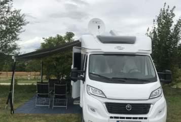 Wohnmobil mieten in Stuttgart von privat | Carado Road Runner