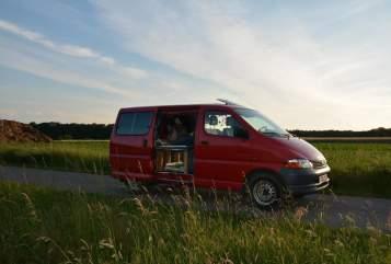 Wohnmobil mieten in Hamburg von privat   Toyota DiE RoTe Zora