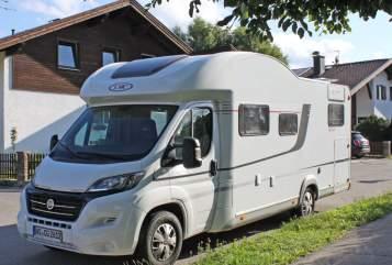 Wohnmobil mieten in Bernau am Chiemsee von privat | LMC Big Babe