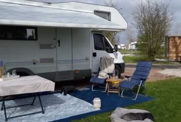 Wohnmobil mieten in Heemskerk von privat | Knaus Happy Blue