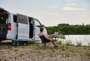 Wohnmobil mieten in Stuttgart von privat | Opel Zafira Life Hiloa