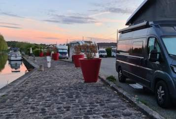 Wohnmobil mieten in Köln von privat | Bürstner  Spongebob