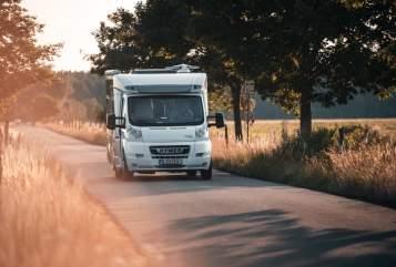 Wohnmobil mieten in Berlin von privat | Hymer Hirschgärtner