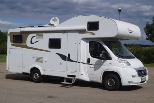 Wohnmobil mieten in Bad Boll von privat | CARADO Luxus Lotte