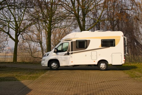 Wohnmobil mieten in Duisburg von privat | Carado  Hanti 2 T135