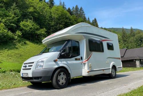 Wohnmobil mieten in Berlin von privat | Challenger Olli