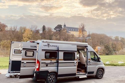 Wohnmobil mieten in Elz von privat | Vantourer  JADEcamper