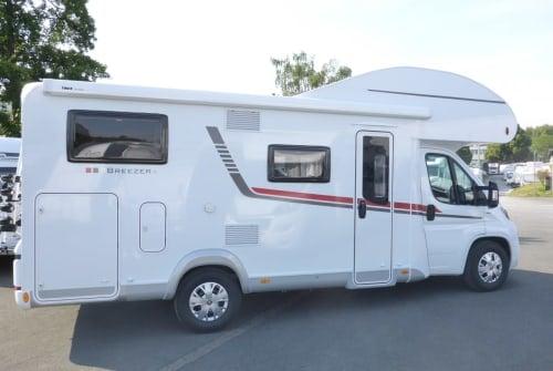 Wohnmobil mieten in Warburg von privat   Alkoven Wohnmobil LMC Breezer  Didis