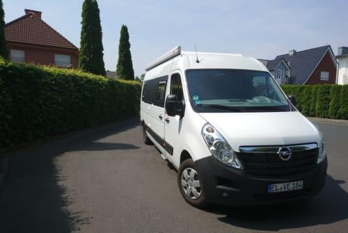 Wohnmobil mieten in Lingen (Ems) von privat | Opel black and white