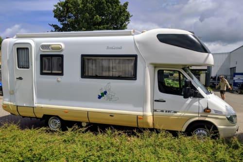 Wohnmobil mieten in Twello von privat | Laika Kreos 3004 E Mercedes Benz 316 CDI Sprintshift automatik Happy Go Camper