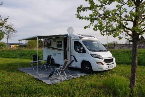 wohnmobil solar tv ahk in offenburg mieten. Black Bedroom Furniture Sets. Home Design Ideas