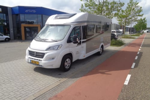 Wohnmobil mieten in Nijverdal von privat | Hymer Carado T448