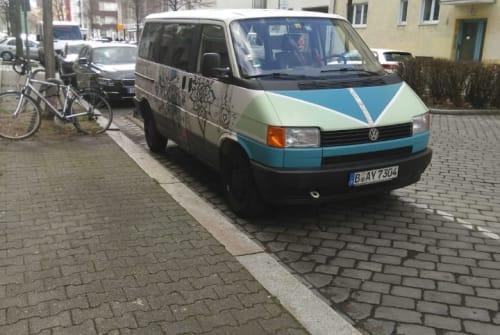 Wohnmobil mieten in Berlin von privat | VW T4 Multivan Das Bullihotel