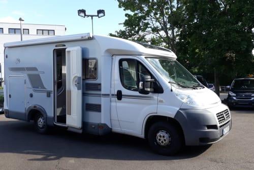 Wohnmobil mieten in Stuttgart von privat | Knaus Schwalbennest
