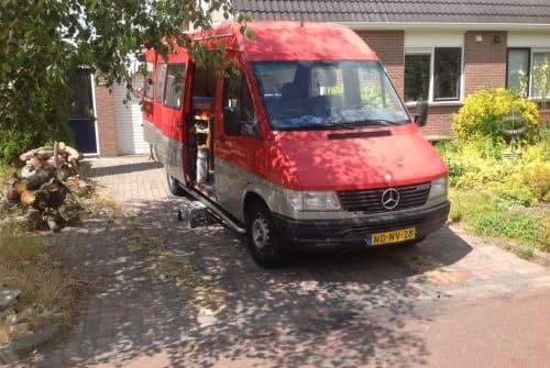 Wohnmobil mieten in Vries von privat | Mercedes Onze rode bus