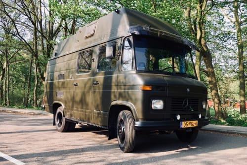 Wohnmobil mieten in Amstelveen von privat | Mercedes Benz  Camper Hector