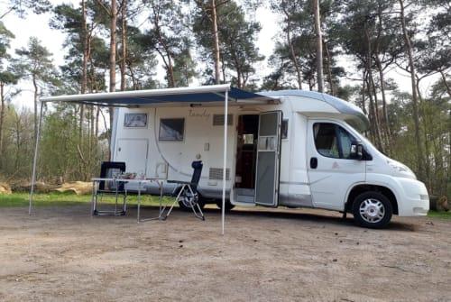 Wohnmobil mieten in Valkenswaard von privat | MC Louis Tandy Camper, XL dwarsbed en grote hoge garage! MC Louis Tandy