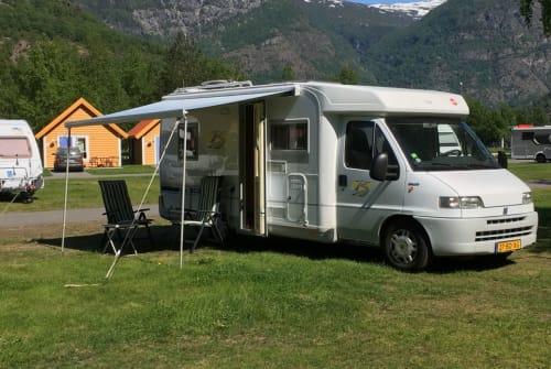 Wohnmobil mieten in Nijeveen von privat | BURSTNER ONZE TROTS