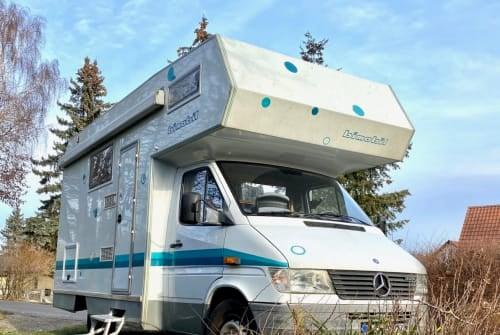 Wohnmobil mieten in Berlin von privat | Bimobil (Mercedes) Blubber Mobil