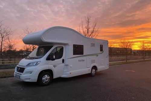 Wohnmobil mieten in Berlin von privat | Forster Luxusbus bis 6