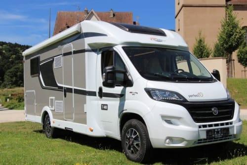 Wohnmobil mieten in Enschede von privat | CARADO (HYMER) LUXE CARADO