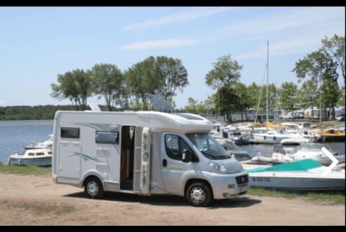Wohnmobil mieten in Tilburg von privat   Chausson Comfort op 5m99