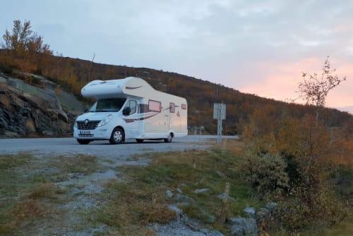 Wohnmobil mieten in Ludwigsburg von privat | Ahorn Luxus Camper Schmiddy mit Automatik - 170PS