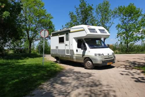 Wohnmobil mieten in Spijkenisse von privat | Laika De Mee Support
