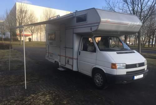 Wohnmobil mieten in Magdeburg von privat | VW T4 Euro Mobil Sky der super kompakte Camper für 2 oder die junge Familie mit 4x Dreipunktgurten, 2x Airbag und Bad
