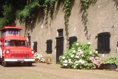 Wohnmobil mieten in Bussum von privat   Ford Transit Mk1 Brandweerwagen