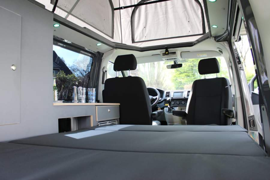 wohnmobil sky in hamburg mieten. Black Bedroom Furniture Sets. Home Design Ideas