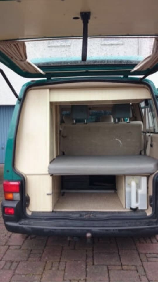 campingbus yoda in hamburg. Black Bedroom Furniture Sets. Home Design Ideas