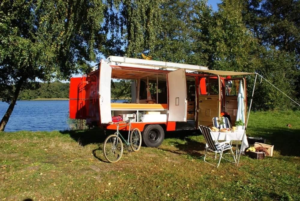 Wohnmobil mieten in Berlin von privat   Mercedes Einsatzfahrzeug 1