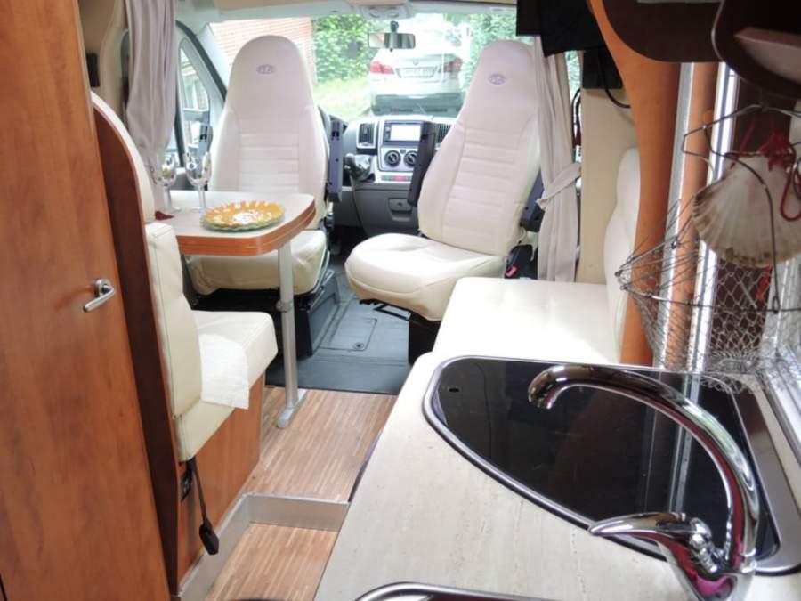 wohnmobil arcadia in hamburg mieten. Black Bedroom Furniture Sets. Home Design Ideas