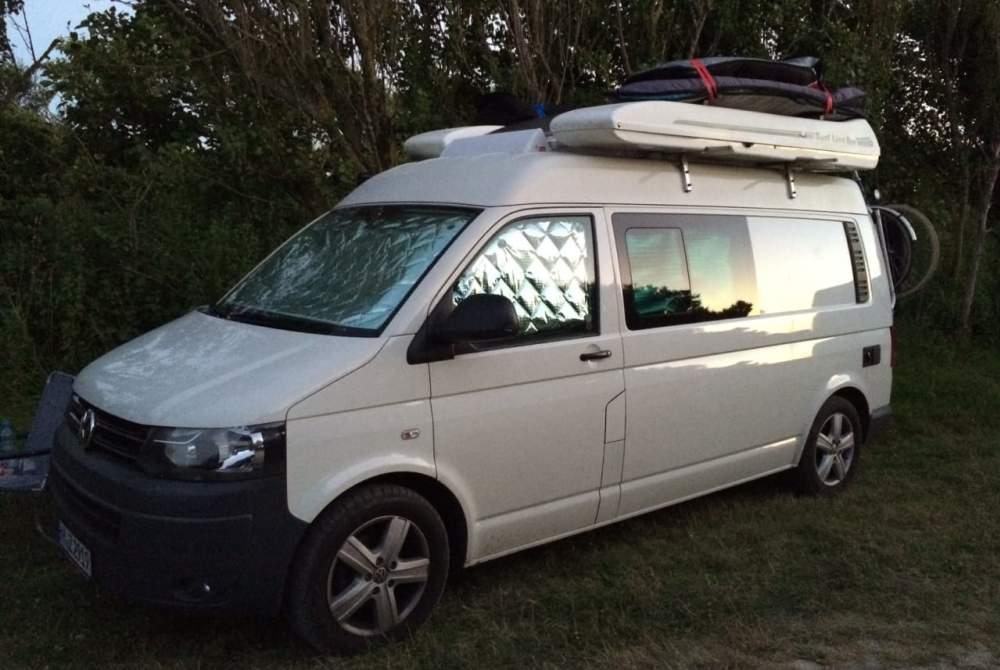 Wohnmobil mieten in Kiel von privat | Volkswagen VW T5 California (2 Erw. + 1 Kind)