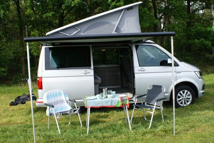 wohnmobil volkswagen california t6 in sint oedenrode mieten. Black Bedroom Furniture Sets. Home Design Ideas