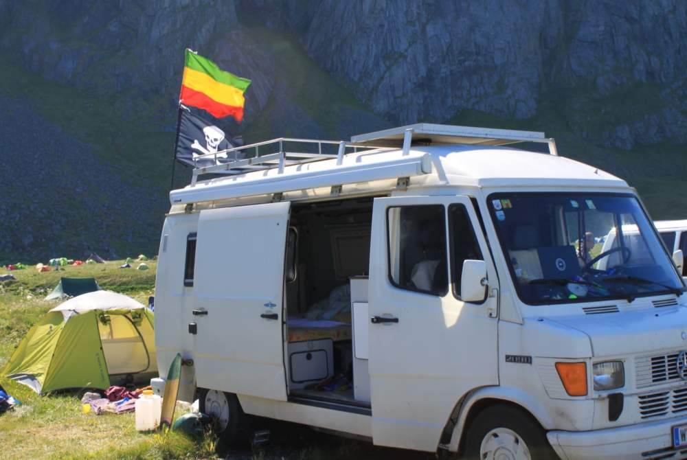 Wohnmobil r2d2 in wien mieten for Wohnmobil aussendesign