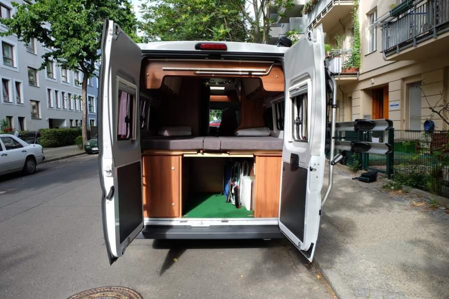 wohnmobil saluki in berlin mieten. Black Bedroom Furniture Sets. Home Design Ideas